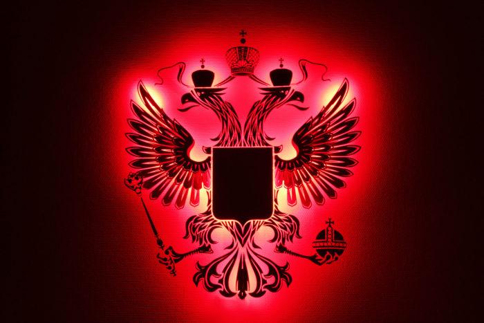 Герб России из фанеры красный в темноте