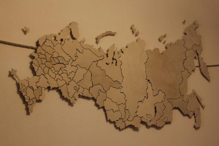 Карта России из фанеры слева