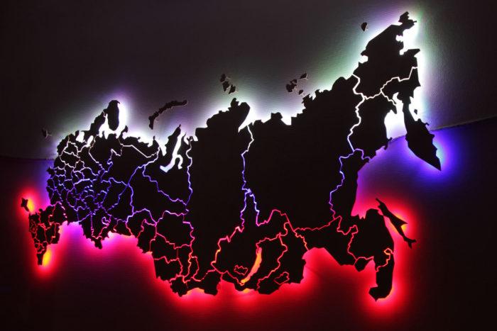 Карта России из фанеры в темноте