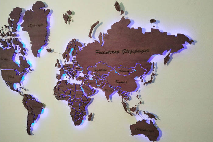 Карта мира из дерева амарант