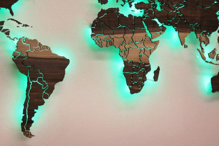 Карта Мира из дерева с подсветкой Грисард Мореный