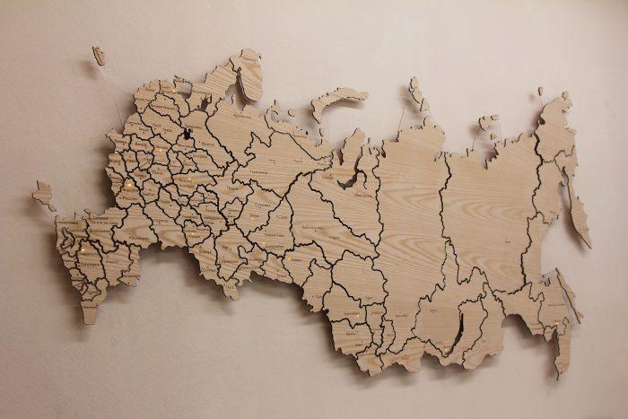 Карта России с точечной подсветкой из дерева