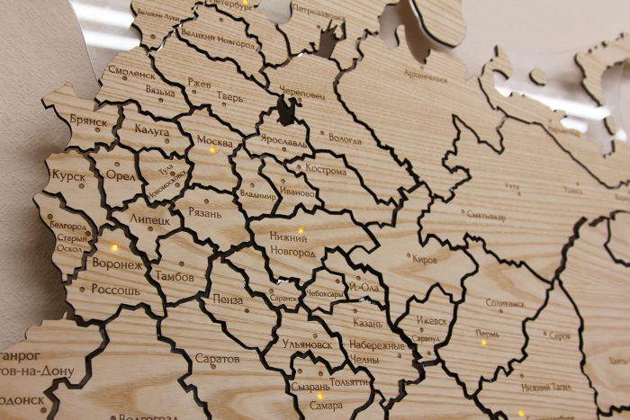 Карта России из ясеня вблизи