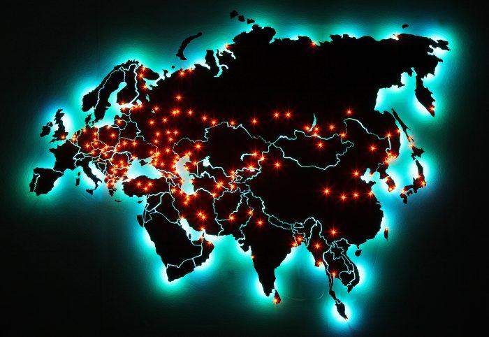 Карта Евразии из дерева с зеленой подсветкой