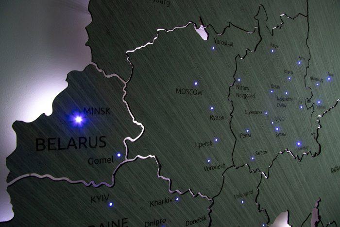 Карта России и ближнего зарубежья из дерева с точечными светодиодами