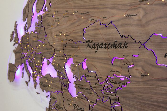 Карта Евразии из дерева с подсветкой