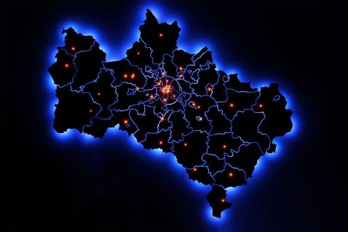 Деревянная карта Московской области с подсветкой