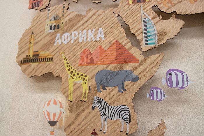 Деревянная карта мира с картинками Африка