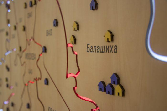 Деревянная Карта Московской Области из груши вблизи