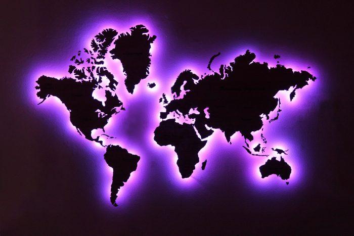 Деревянная карта мира с подсветкой