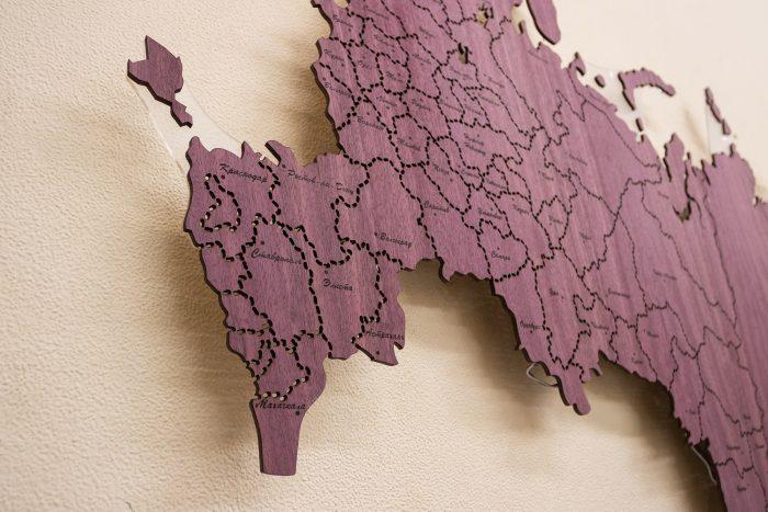 Деревянная карта России из амаранта с гравировкой городов