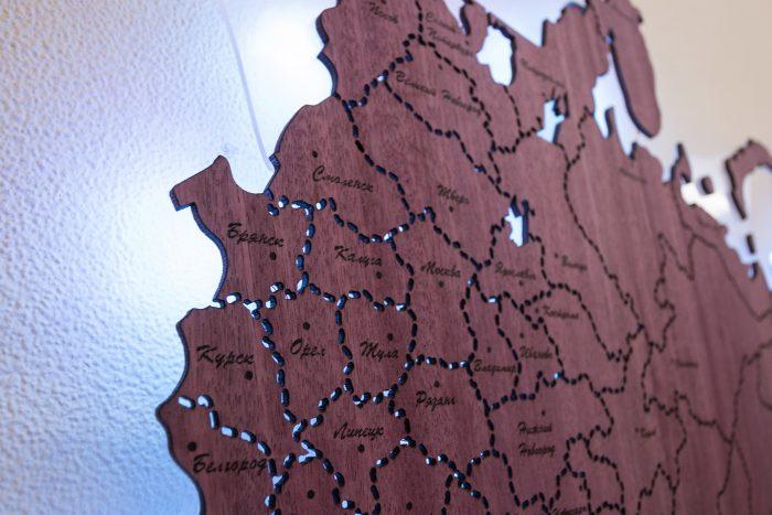 Деревянная карта России с белой подсветкой