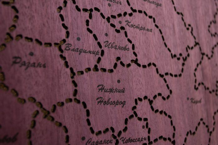 Гравировка городов на деревянной карте России