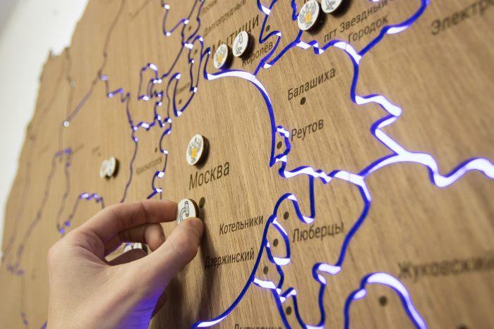 Деревянная карта московской области с магнитами
