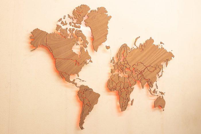 Карта мира из дерева с подсветкой Канада