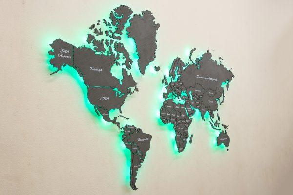 Настенная карта мира из дерева с изумрудной подсветкой