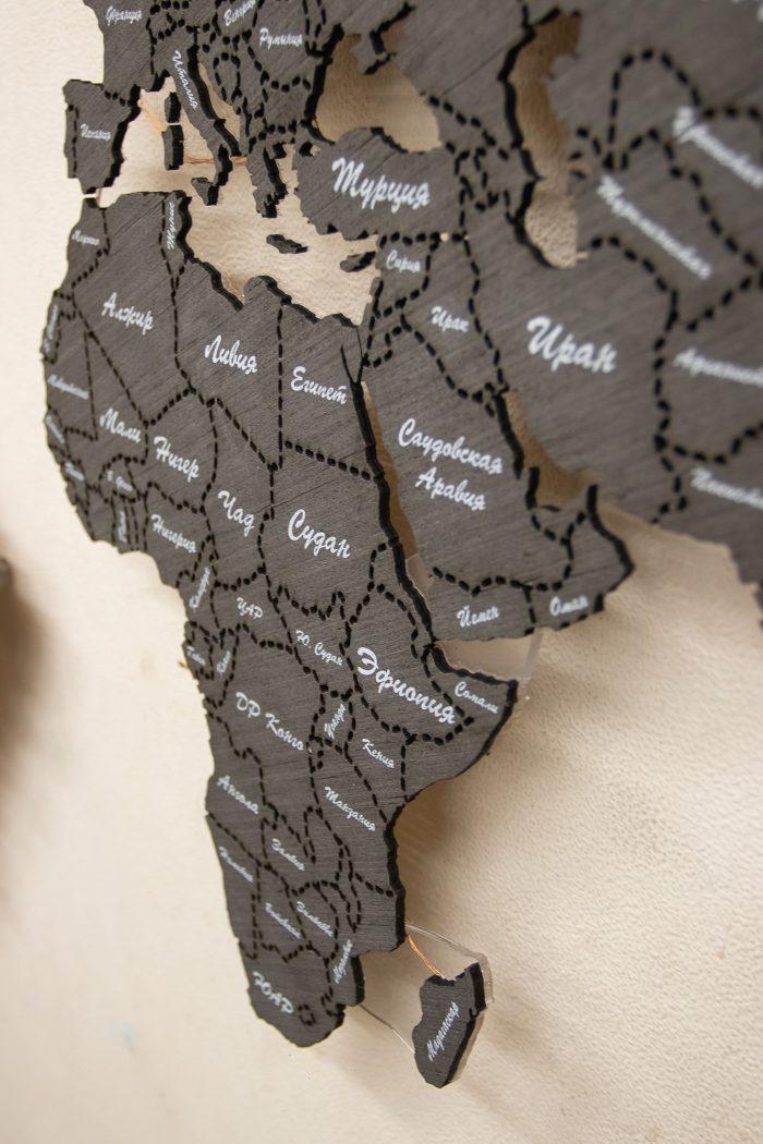 Карта мира с магнитной поверхностью темного цвета