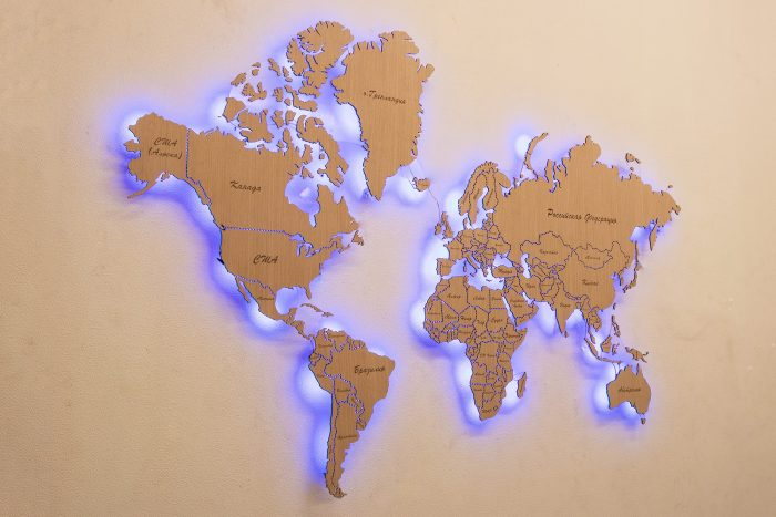 Карта мира из дерева с подсветкой для декора