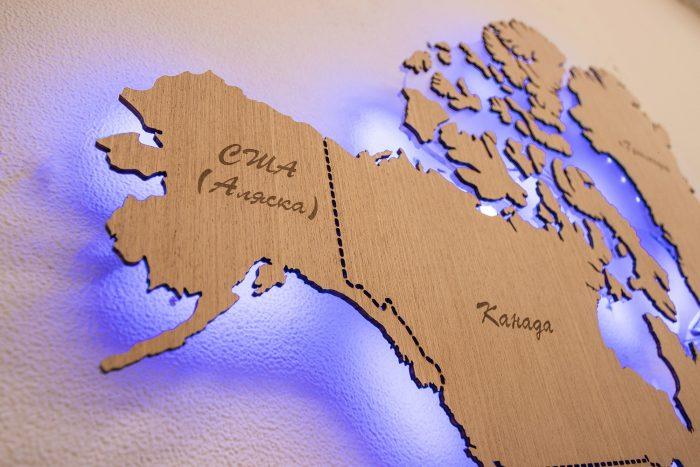 Настенная деревянная карта мира с синей подсветкой