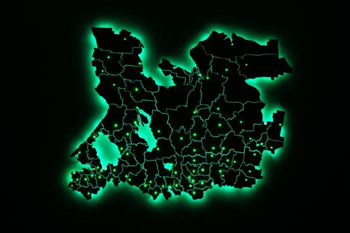 Деревянная карта области с подсветкой