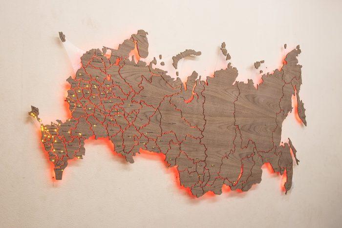 Деревянная карта России из Американского ореха с красной подсветкой