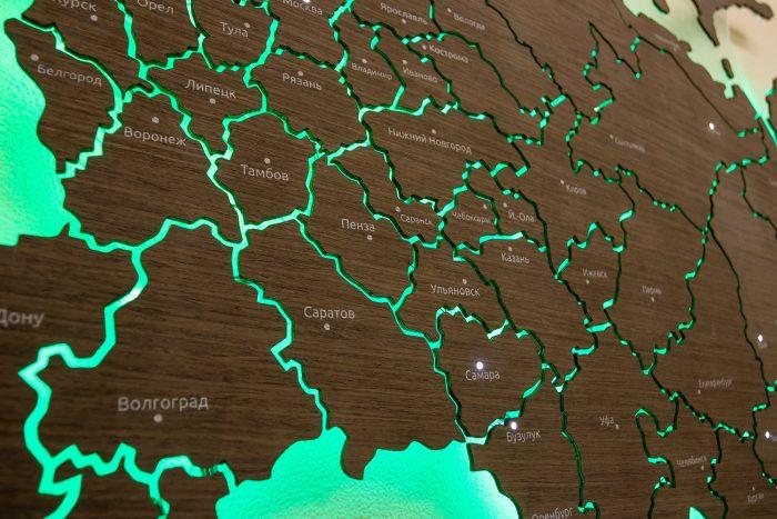Карта России из шпона Файн-Лайн. Города с зеленой подсветкой.