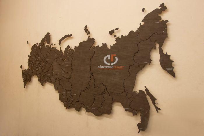 Деревянная карта России на стену с логотипом.