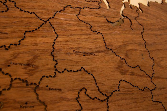 Карта России с штриховым зазором границ. Шпон - Этимое. Ханты-Мансийск