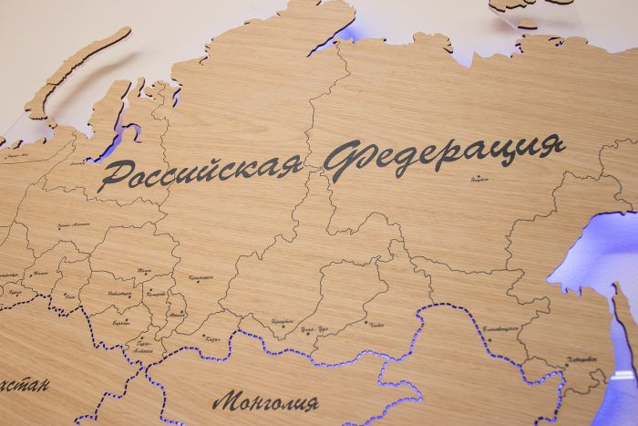 Карта Мира с цельными материками и со штриховым зазором границ государств. Россия