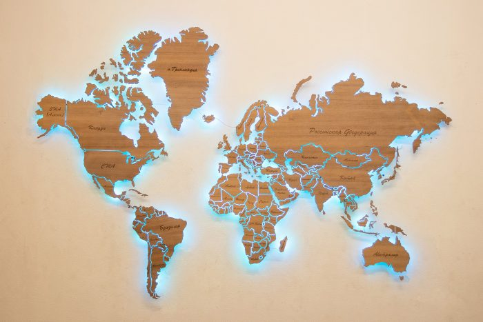 Деревянная карта мира из Мансонии. Весь мир с голубой подсветкой.
