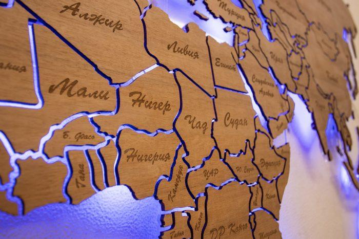Деревянная карта мира с подсветкой. Верхняя часть Африки.