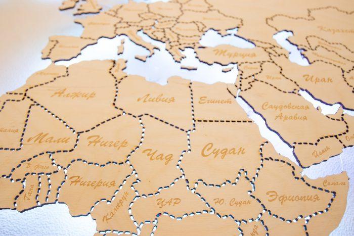 Деревянная Карта мира из Березы. Границы государств выполнены штриховой линией. Африка