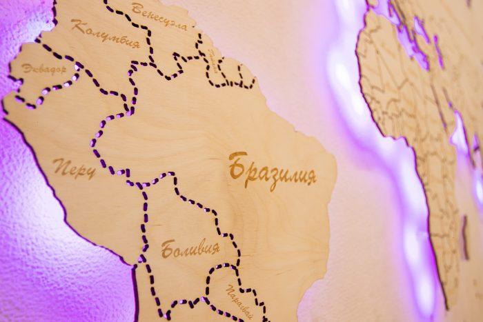 Деревянная Карта мира из Березы. Границы государств выполнены штриховой линией. Бразилия