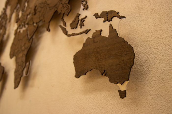 """Деревянная Карта Мира из натурального шпона """"Имбая-Помеле"""" Австралия"""
