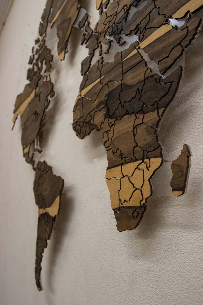 Натуральная карта Мира из натурального шпона Зирикота. Африка.