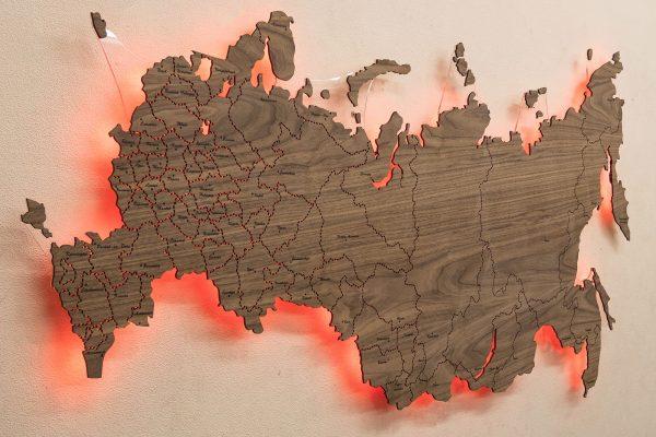 Настенная Карта России с подсветкой из Ореха Американского. Красная подсветка