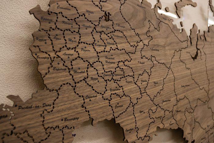Деревянная Карта России с подсветкой из Ореха Американского. Западная часть, без подсветки