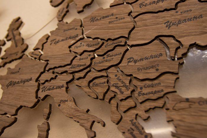 Деревянная Карта мира из натурального шпона - Американский орех. Европа