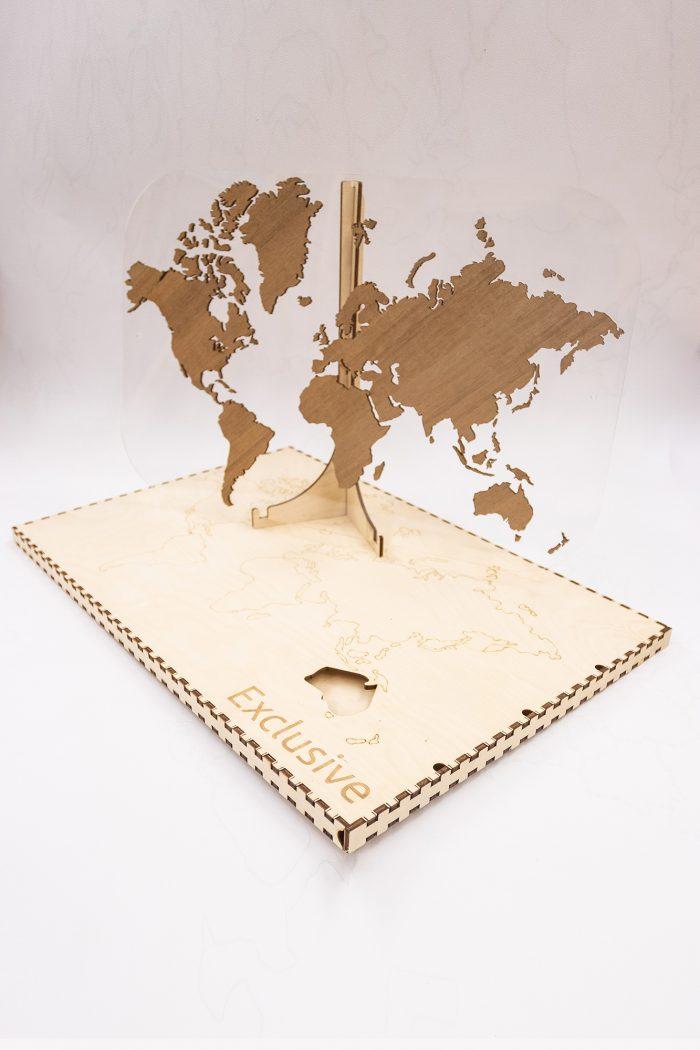 Подарочная карта мира с отделкой из натурального шпона Мансония. С подарочной коробкой.
