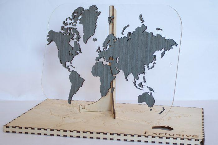"""Подарочная карта мира с отделкой из шпона Файн-Лайн """"Дуб 7S"""". Мир без названий"""