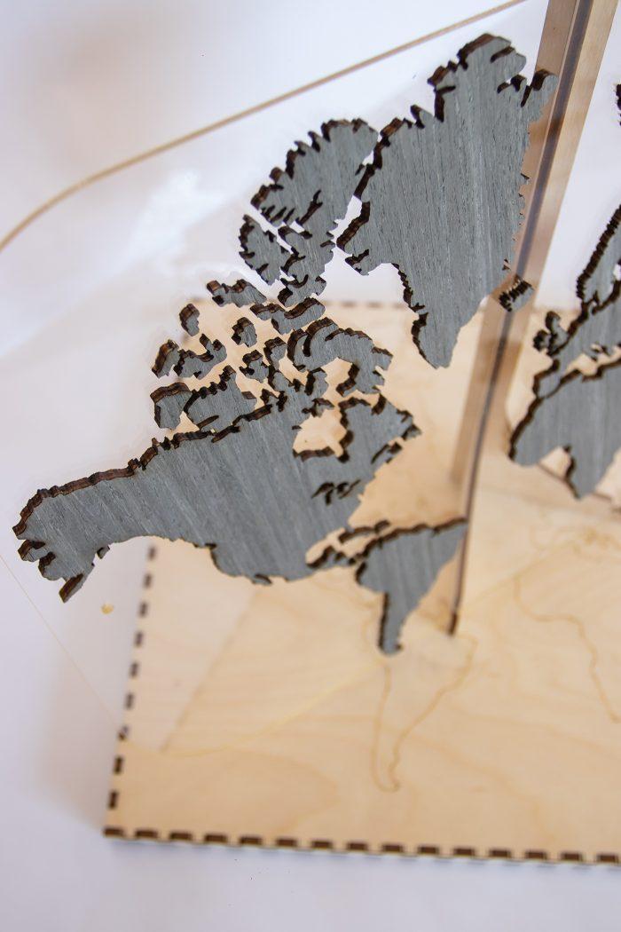 """Подарочная карта мира с отделкой из шпона Файн-Лайн """"Дуб 7S"""". Вид сверху"""