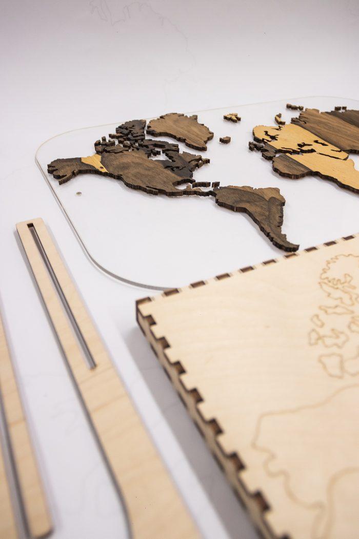 Подарочная карта мира с отделкой из натурального шпона Зирикот. Америка
