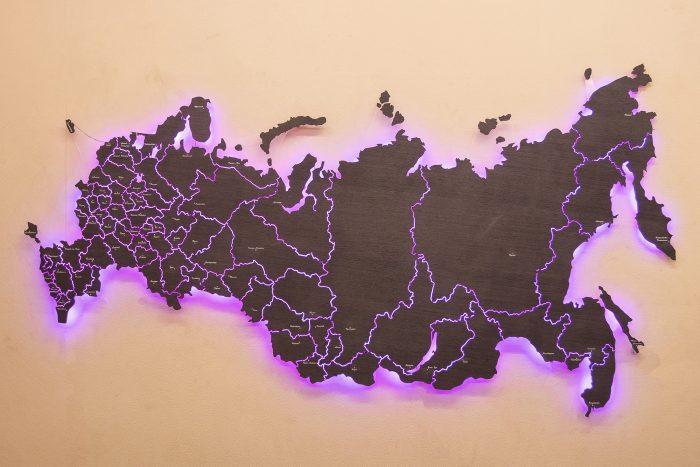 Настенная Карта России из дизайн-шпона Кото 04.003 с фиолетовой подсветкой