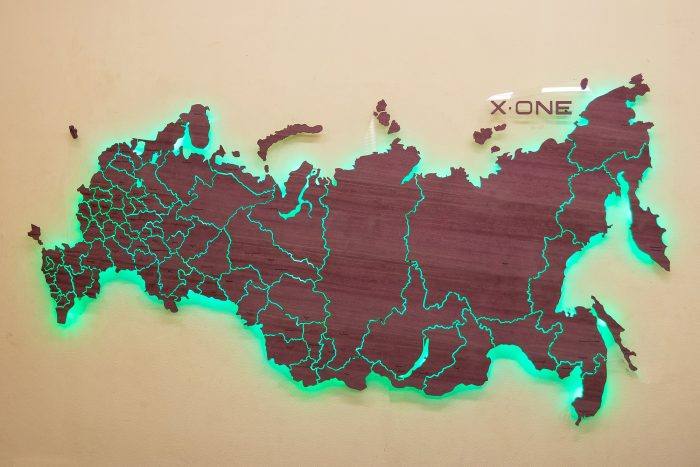 Карта России из дерева с подсветкой и логотипом