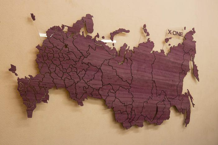Карта России из дерева с логотипом