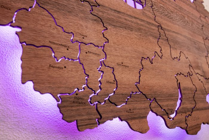 Карта России из шпона Тайгервуд с подсветкой
