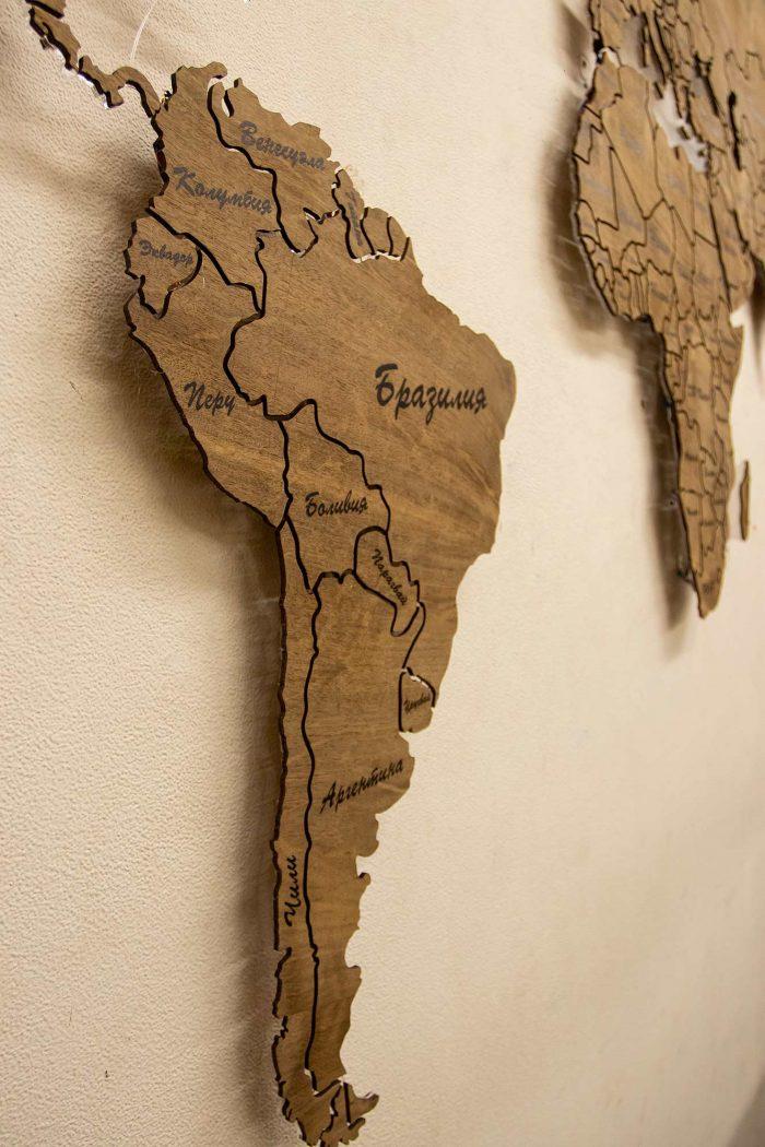 Настенная деревянная карта мира из шпона Имбая с многовсетодиодной подсветкой и УФ-печатью названий основных городов