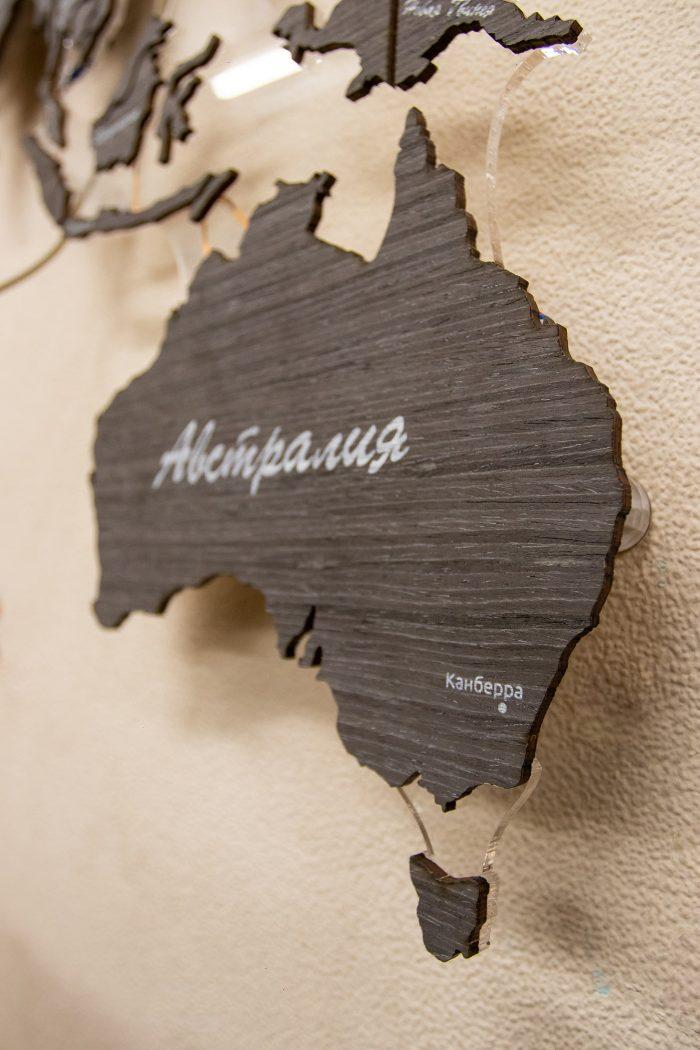 Деревянная карта мира из шпона Абрикос 03С с подсветкой и УФ-печатью