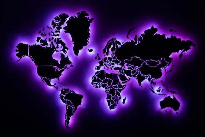 Карта мира из дерева из шпона Файн-Лайн Абрикоса 03С со светодиодами