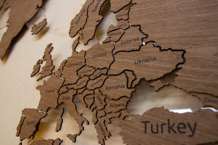 Деревянная карта мира на стену из шпона Файн-Лайн Орех 021СМ